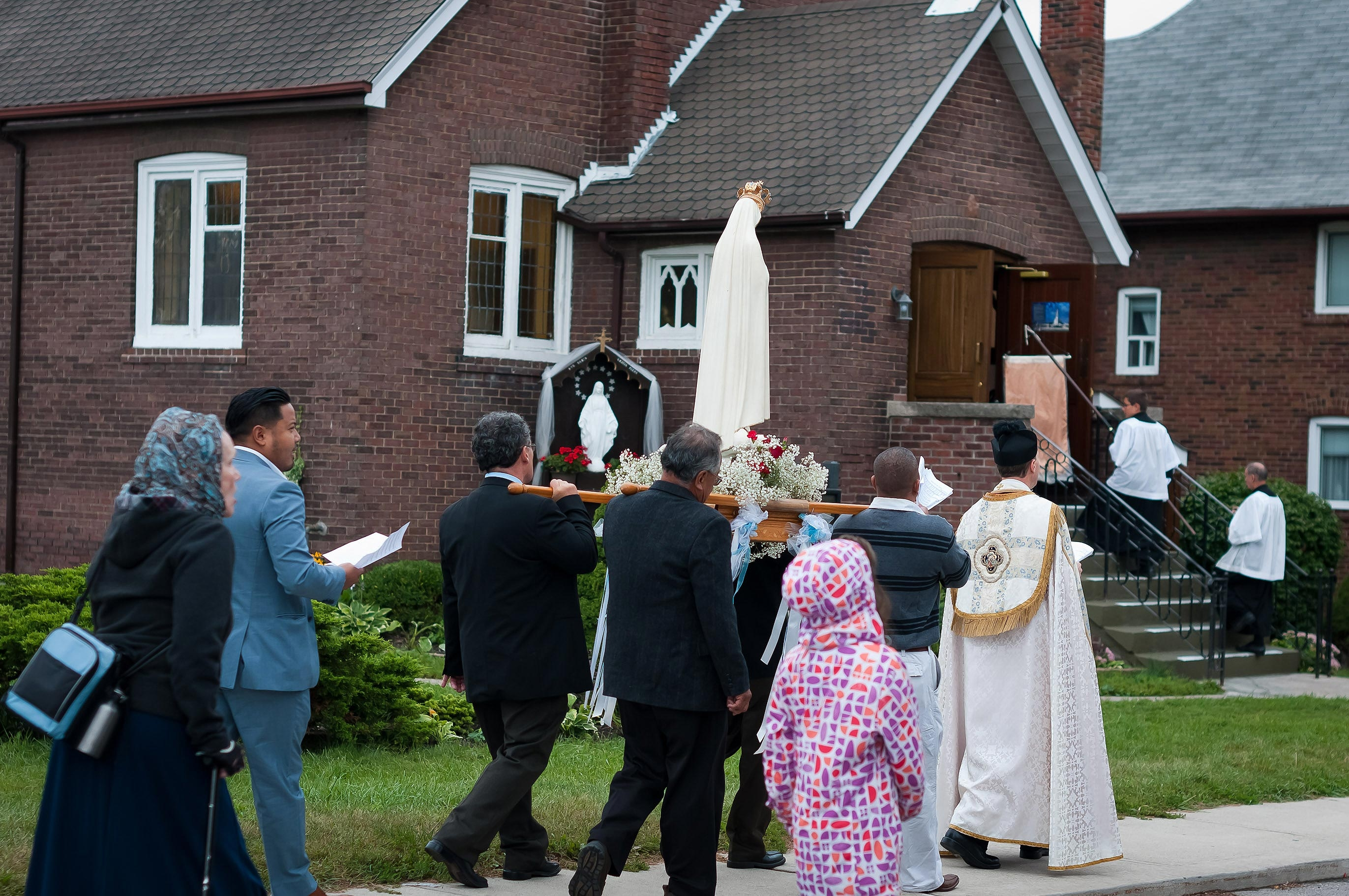 Vox Cantoris: SSPX is coming home soon - whether some like