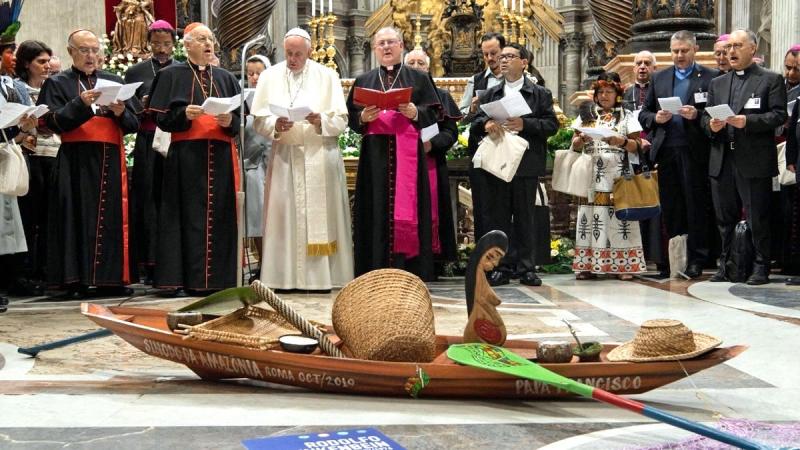heretik iz vatikana objavio encikliku 'fratelli tutti'... Amazon-synod-idols-1