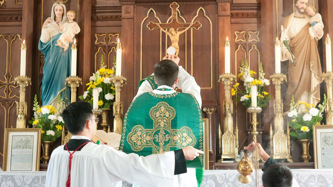 Holy Mass by Father Mac Gillivray at the Church of Transfiguration - Toronto